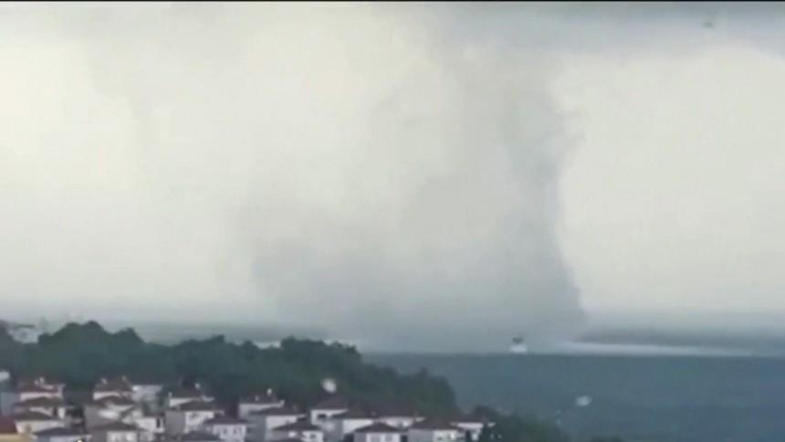 พายุงวงช้างก่อตัวนอกชายฝั่งตุรกี - อิตาลีเจอน้ำท่วมหลากครั้งใหญ่
