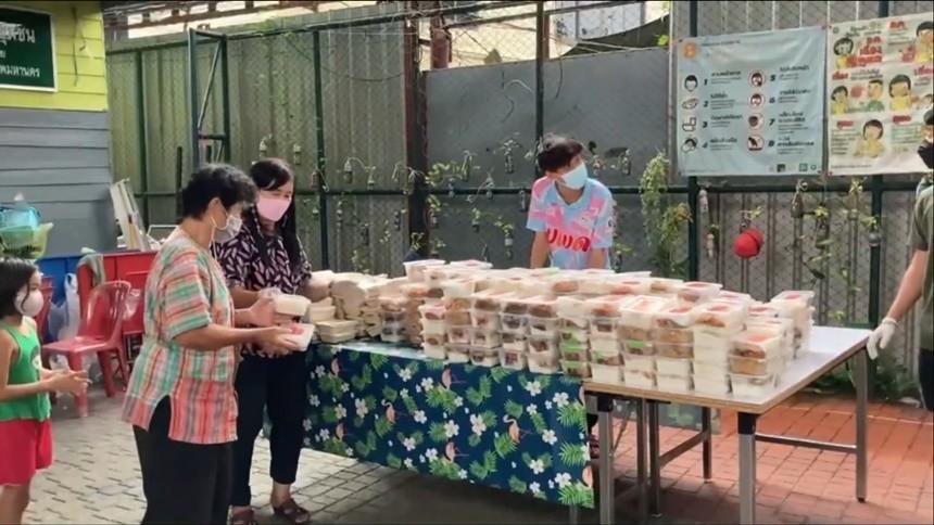 มูลนิธิเพื่อนพึ่ง (ภาฯ)  มอบอาหารแก่ประชาชน ที่ได้รับผลกระทบจากโควิด-19