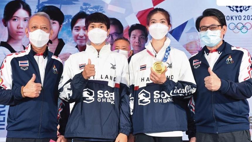 แต่งตั้ง 'เทนนิส' ฮีโร่เหรียญทอง ทูตกีฬาและการท่องเที่ยว - เผยชื่อไทย 'โค้ชเช' ให้ 'สมเด็จธงชัย' ตั้งให้