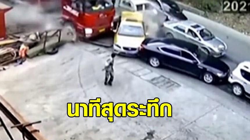 หนุ่มจีนไหวตัวทัน วิ่งหนีออกจากรถ ก่อนรถบรรทุกจะวิ่งเข้ามาชนระนาว