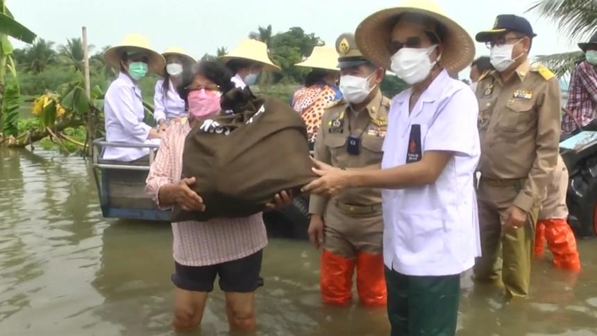 กรมพระศรีสวางควัฒนฯ พระราชทานสิ่งของช่วยผู้ประสบอุทกภัยในสุพรรณบุรี-พระนครศรีอยุธยา